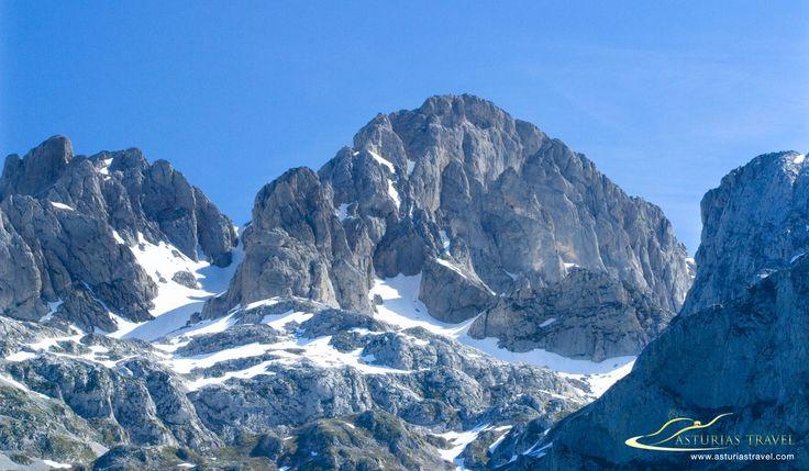 Peña Santa de Castilla, en los Picos de Europa, zona oriental de Asturias.  http://www.asturiastravel.com