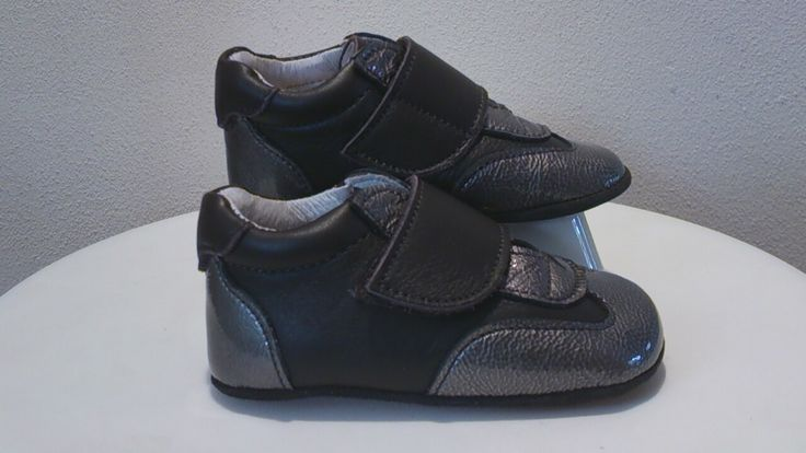 Sep 17, · Most walking shoes will have a slightly raised toe, which helps your foot move more comfortably in the conventional