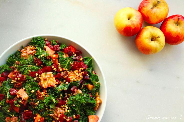 Salade de kale, betterave, pomme, raisins et noix