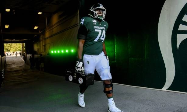 Devontae Dobbs Injured Not Expected To Play Today For Michigan State In 2020 Michigan State Michigan State Football Michigan