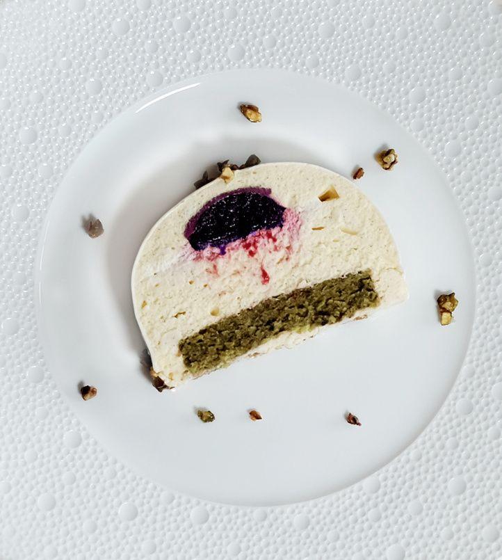 Bûche très vanille, biscuit pistache et insert cerise