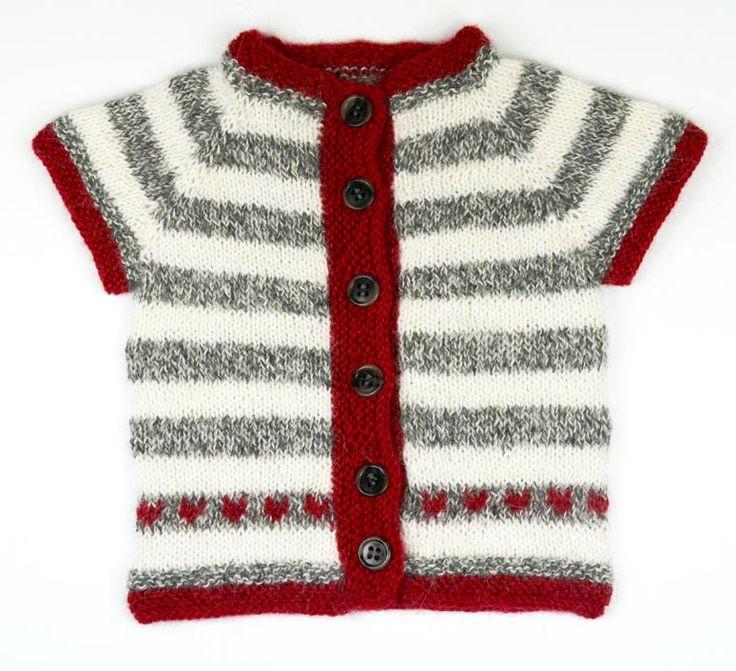 Hjärtetröjan passar en liten nyfödd bebis upp till ca 6 månader. Gratis mönster på svenska.