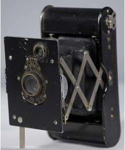 Vi ved ikke, hvilket kamera, Søren Berthelsen brugte. Men måske var det et Vest Pocket Kodak Autographic Special. Det var det mest sælgende kamera i perioden 1916-1923. Vi ved heller ikke, om han selv fremkaldte sine billeder, men det er en mulighed.