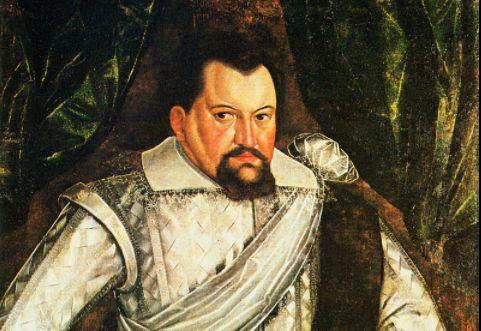 16 listopada 1611 r. elektor brandenburski Jan Zygmunt Hohenzollern złożył hołd lenny królowi Zygmuntowi III Wazie. W 1611 r. elektor brandenburski Jan Zygmunt Hohenzollern udał się z dworu w Królewcu przez Szczytno do Warszawy, gdzie został przyjęty przez króla Zygmunta III Wazę w sprawie r