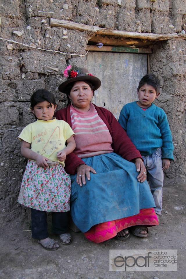 """Antonia Vargas Ávalos - 45 años  """"Los militares llegaron a mi casa a las cinco de la mañana y se llevaron a mi esposo, eso fue en 1984. Me dejó embarazada, me quedé con tres hijos, uno de dos años, otro de tres y con seis meses de embarazo..."""