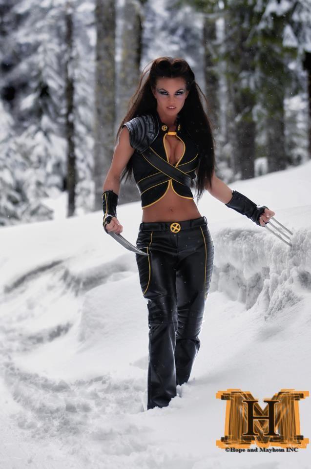 Cosplay Wolverine Girl