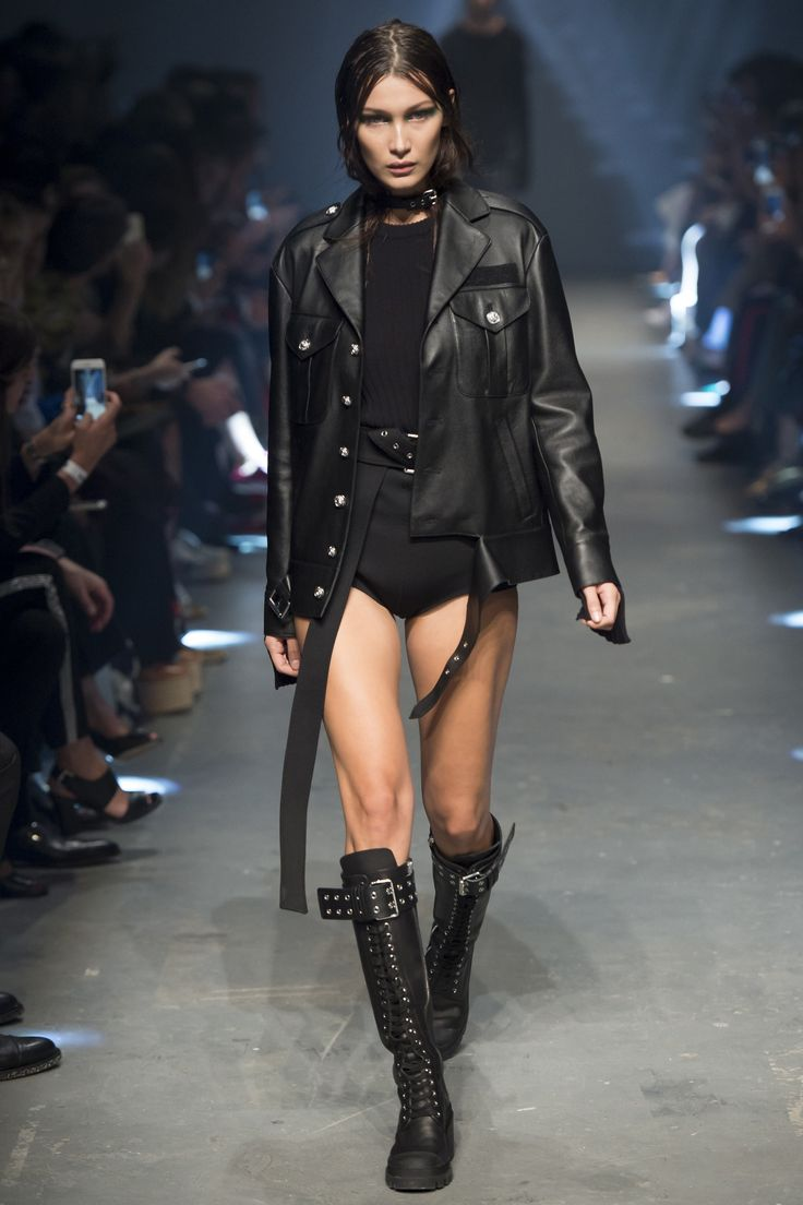 Versus Versace Spring 2017 Ready-to-Wear collection #black #fashion #runway