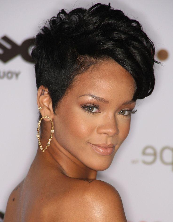 Rihanna e i suoi mille cambiamenti #summer #black #hair #glamour