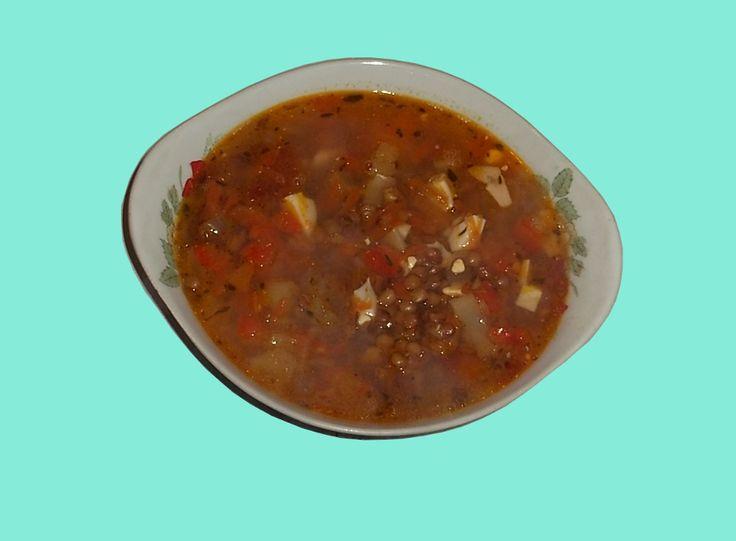Суп из чечевицы а ля минестроне - отправлено в Супы горячие и холодные:   Ингредиенты:  на 4 порции. Чечевица зелёная - 150 г. Лук репчатый средний - 1 шт. Морковь средняя - 1шт. Перец сладкий красный - 1 шт. Помидор средний - 1 шт. Яйцо куриное - 2 шт. Сыр пармезан - 50-100 г. Масло растительное - 2 ст. л. Бульон куриный - 1 л. Соль - по вкусу. Перец - по вкусу. Сахар-песок - по вкусу (опционально).        Приготовление Лук почистить, нашинковать кубиками 7-8 мм. М...