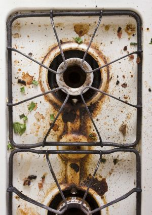 How to Clean Dirty Stove Burners