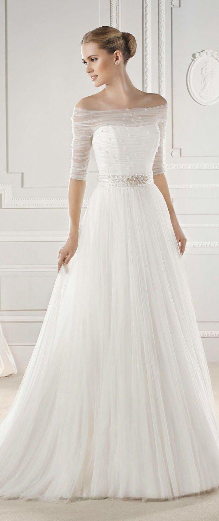Wedding dress: La Sposa Barcelona