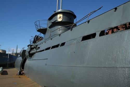 Submarino U-Boot 534 (II)  Transportado a Birkenhead desde Liverpool, Gran Bretaña, en 1996, el gigante oxidado formó parte de la Organización para la Presevación de Barcos de Guerra en los muelles de Birkenhead, hasta que el museo cerró el 5 de febrero del 2006. El 27 de junio de 2007 la autoridad de transporte Merseytravel anunció que había adquirido el submarino U-534 para mostrarlo en la terminal de ferris de Woodside como museo.