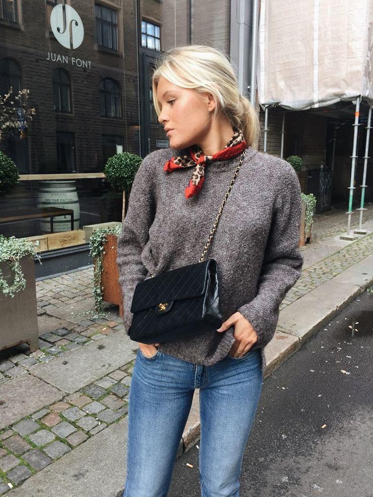 Elsa Wedebrand, 19 år, Göteborg. Här på bloggen delar jag med mig av mitt liv med inslag av mode, mat, resor och träning. Kontakt: Elsa.blogg@hotmail.se