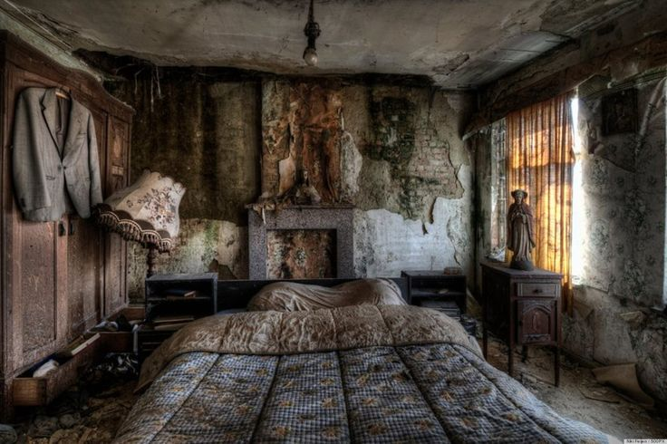What would you do if you came across an abandoned farmhouse? You'd walk in and take a bunch of incredible photos, right?