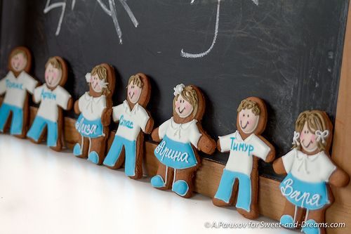 Gingerbread schoolchildren.  Handmade cookies at Sweet-and-Dreams.com.
