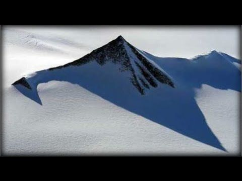 ▶ ANCIENT PYRAMIDS IN ANTARTIC? JULY 25 2013 (EXPLAINED) - YouTube Bestaan er piramides in antartica? Of is dat een verzinsel? - mooi voorbeeld  om te zien hoe je op onderzoek kan gaan naar de waarheid op het internet.