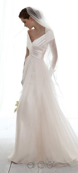 So simple and graceful such a beautiful bride