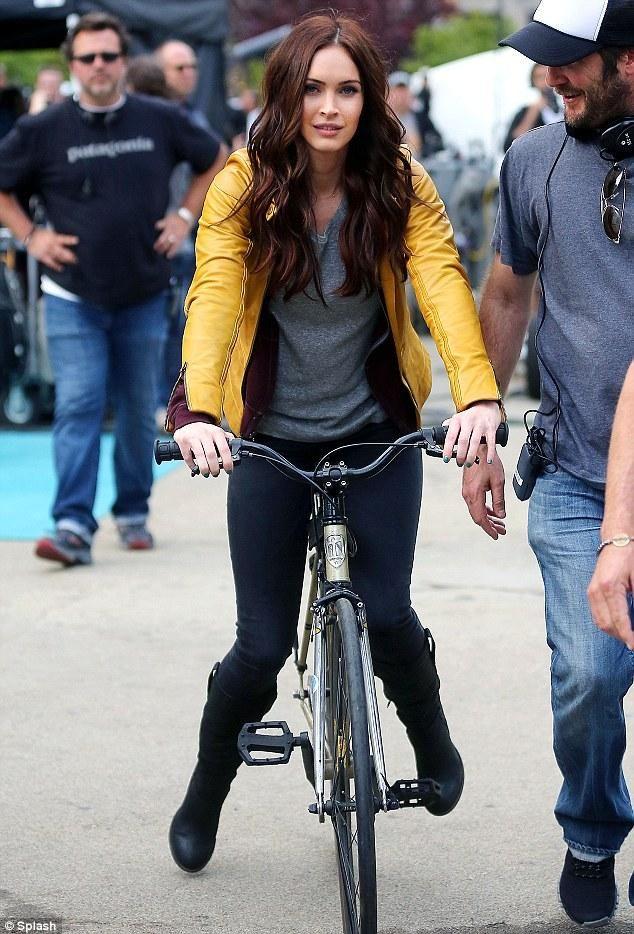 Megan Fox as April O'Neil on the set of TMNT. Nice.