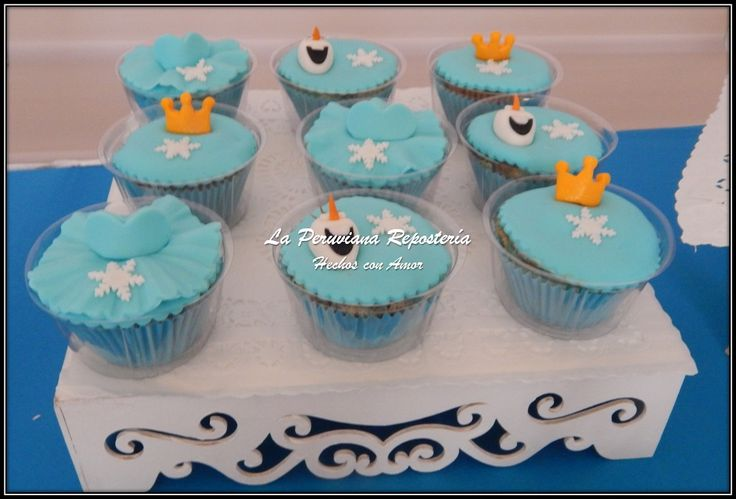 Cupcakes con motivo de Frozen, con Olaf, corona de princesa y el vestido de Elsa