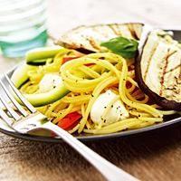 Spaghetti med mozzarella og squash - Lett og lekker pasta til hverdags.