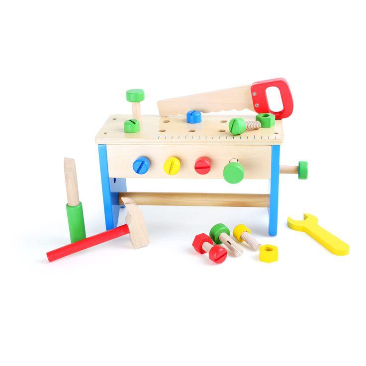 Jucăria Montessori 2 în 1 care asigură creativitate și distracție! Această bancă de lucru, echipată cu fierăstrău, șuruburi, piulițe și șurubelnită, poate fi oricând transformată într-o trusă de scule cu mâner. Astfel, cei mici își pot depozita și transporta uneltele în siguranța până la următorul proiect.