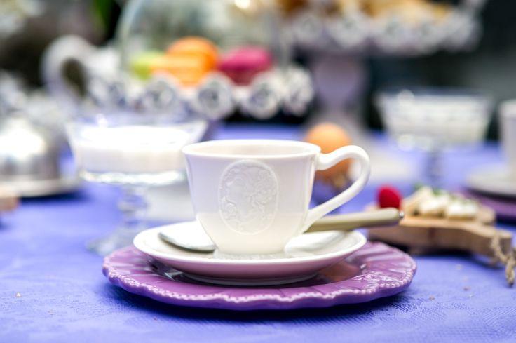 SALE дня! Белое фарфоровое великолепие из новой коллекции - чашка с блюдцем ″Медальон″ (арт. LV30244, цена со скидкой 30% 1 043 руб.) превратят обычное чаепитие в изысканную церемонию, которая перенесет вас за тысячи километров от городской суеты в лавандовый рай.  Мебель в стиле прованс, интерьер, provence, france, скидки, распродажа.