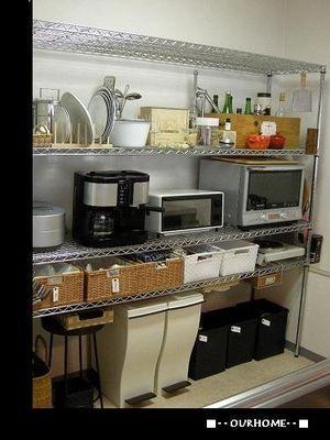 キッチンのスチールラック収納。