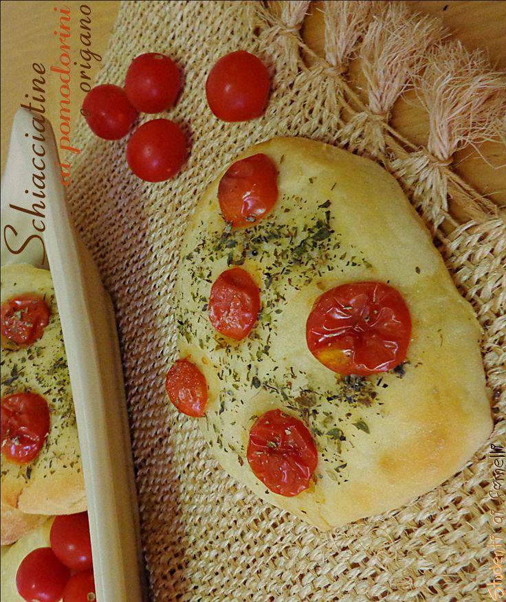 schiacciatine ai pomodorini e origano ricetta focaccine morbidi