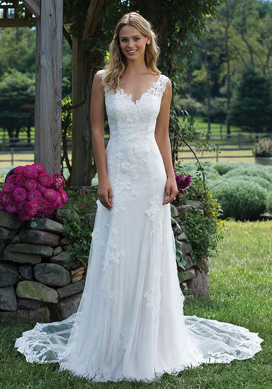 Chantilly and corded lace wedding gown | Sincerity Bridal 3976 | http://trib.al/OvH7gHE