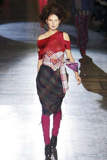 Plaid Heart Dresses - It's All About Tartan at the Vivienne Westwood Red Label Fall 2010 Show (GALLERY)