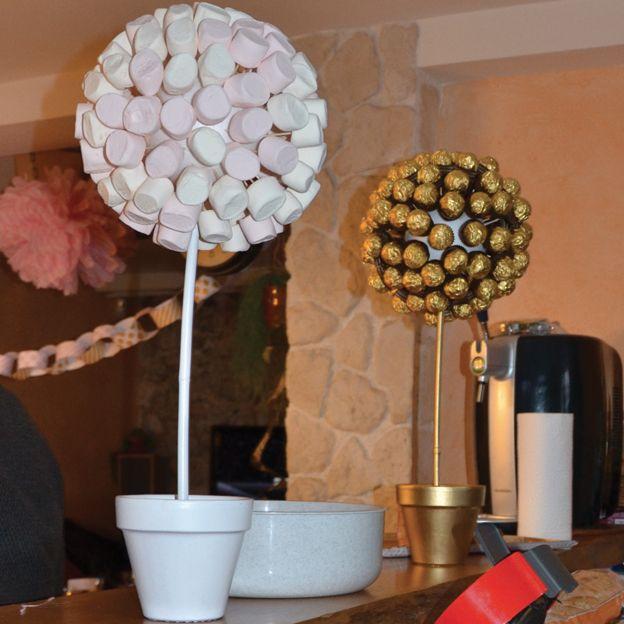 Les arbres à bonbons que j'ai réalisé pour le premier anniversaire de ma fille ont fait fureur parmi les invités ! Et pour ne rien gâcher, c'est très facile à faire, même si je l'avoue c'est un peu...