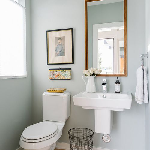 Wall colour. Gallery. Mirror. Mid-Sized Scandinavian Bath Design Ideas, Pictures, Remodel & Decor