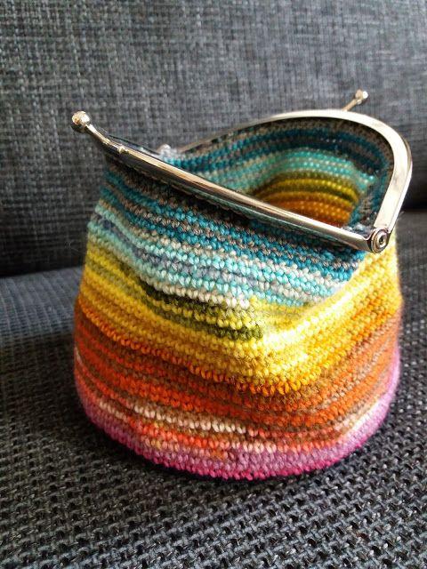Lankaterapiaa: Pienet ja nopeat - Scrap yarn purses