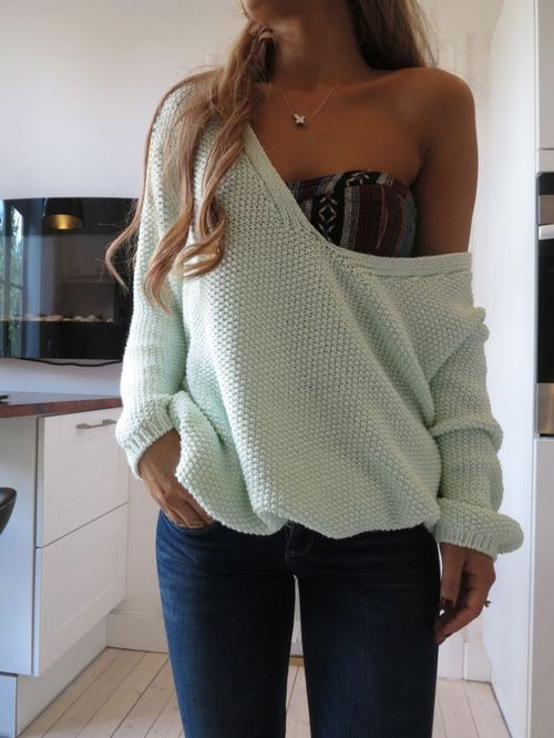 Slouchy Knit & Patterned Bandeau: Big Sweaters, Patterns Bandeau, Crop Tops, Slouchy Sweaters, Cute Outfits, One Shoulder, Slouchy Knits, Cozy Sweaters, Knits Sweaters