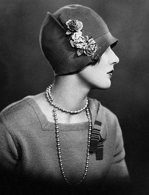 beautiful hat art deco era.