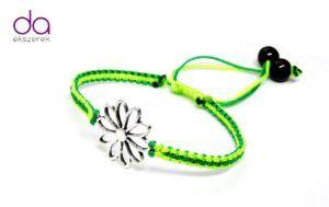 Karkötő virág motívummal – zöld árnyalatok