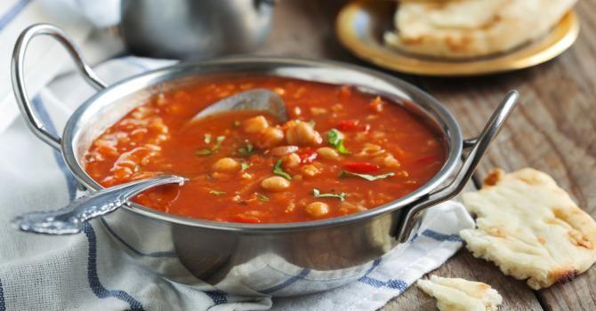 Recette de Soupe marocaine aux pois chiches. Facile et rapide à réaliser, goûteuse et diététique. Ingrédients, préparation et recettes associées.