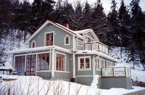 Om man är trångbodd men ändå trivs med sin villa kan en tillbyggnad vara lösningen.