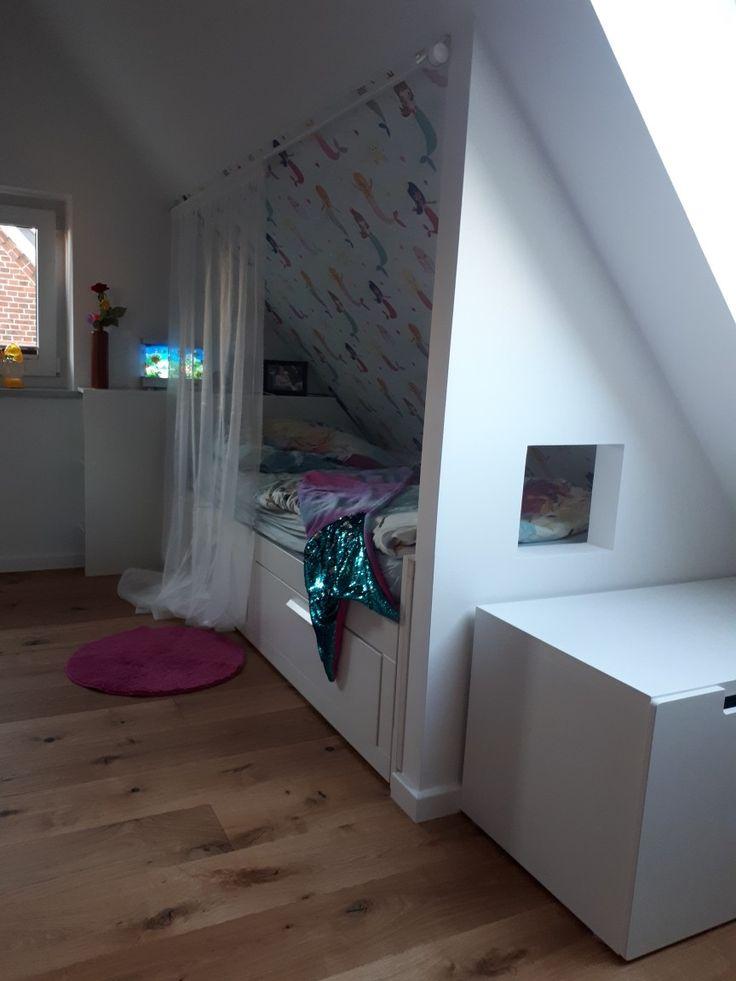 Bettnische unter der Dachschräge für unsere Tochter mit Trockenbauwand mit Guckloch