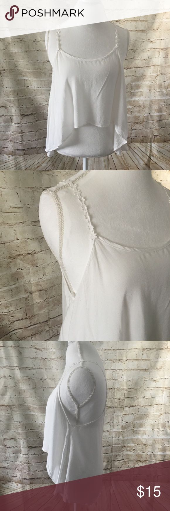 Tobi Daisy Strap Flowy Cropped Top Adorable Flowy white crop top from online retailer TOBI! Excellent condition, no stains. Really hard to pass up these daisy straps. Make an offer now! Tobi Tops Tank Tops