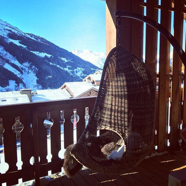 the best seat ever ... @premiereneige @saintefoyterentaise #skiheaven