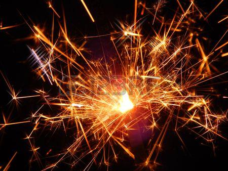 Бенгальские огни на черном фоне