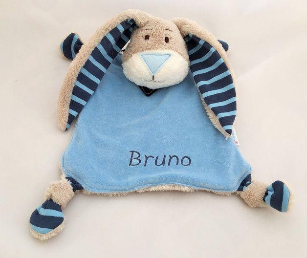 Dieses super-niedliche Schmusetuch ist der ideale erste Begleiter und personalisiert ein tolles Geschenk zur Geburt!  Das Schnuffeltuch wurde komplett aus Kuschel- und Baumwollstoffen...