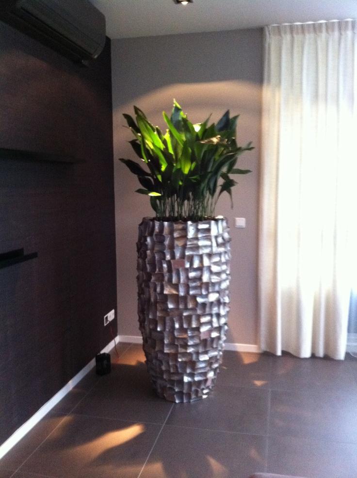 Prachtige vaas van handgeslepen schelpen, een prachtig object in uw interieur! Http://www.seramiscultuur.nl
