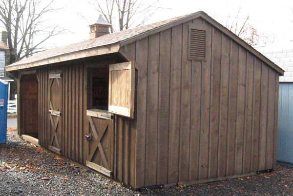 Small horse stable horse barn designs small horse barn for Board and batten shed plans
