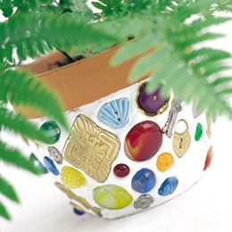 Great idea for a flower pot using bits of sea glass, shells, pieces of pretty plates, etc.