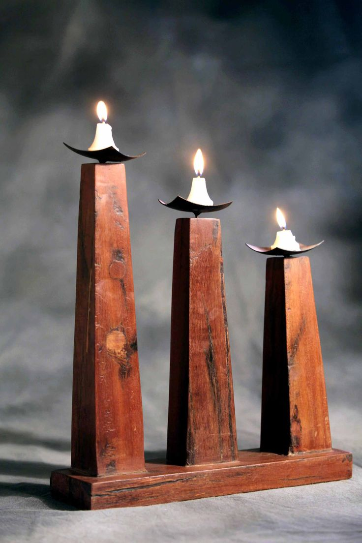 This set of three wood l candle