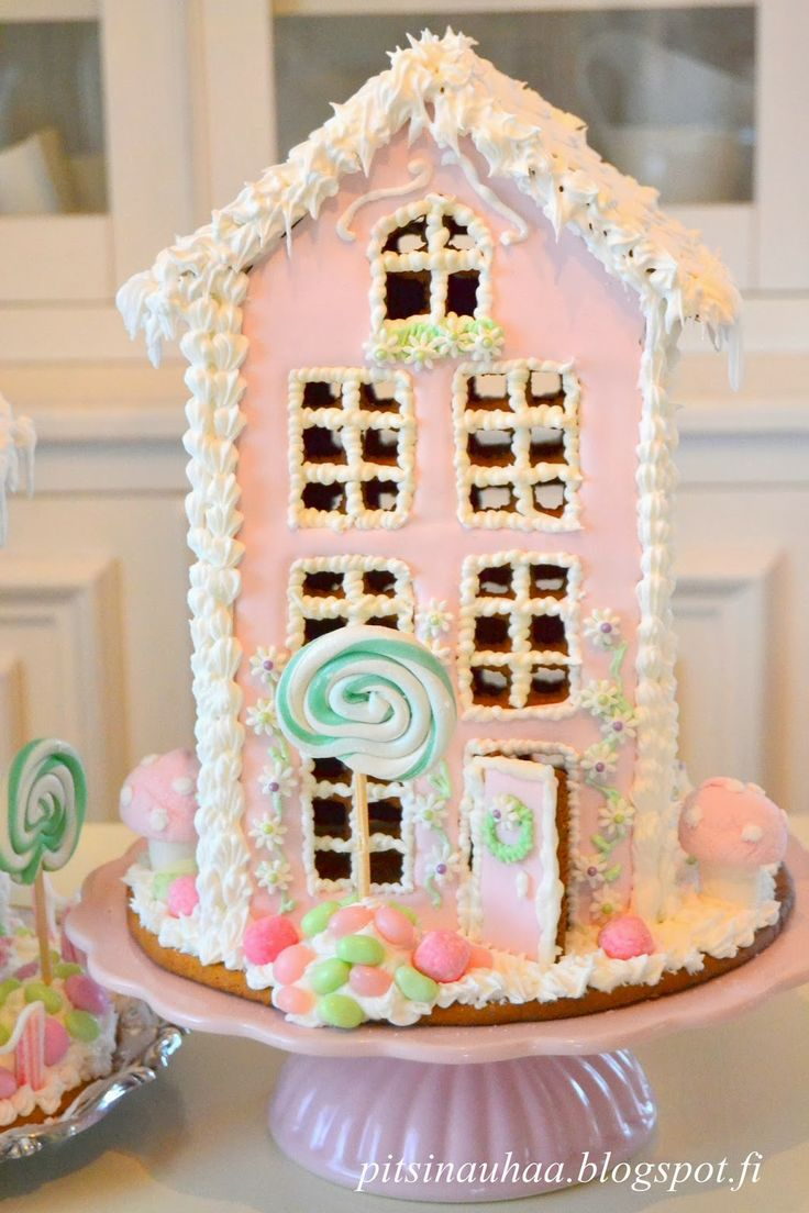 Pastel gingerbread housepitsinauhaa