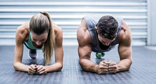 Планка – одно из лучших упражнений, которое комплексно помогает сформировать талию, улучшает осанку и укрепляет мышцы спины, рук, плеч, ягодиц и бедер.Если вы новичок, для начала вам достаточно будет ...