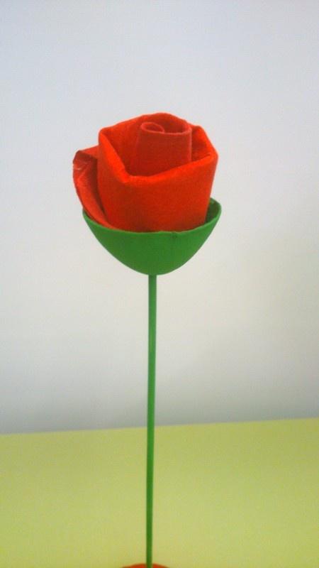 PETIT MON: UNA ROSA PER LA PRINCESA  Tovalloleta tintada amb pintura vermella
